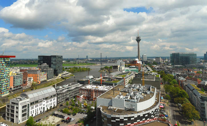Aussicht aus der Kanzlei auf den Medienhafen in Düsseldorf